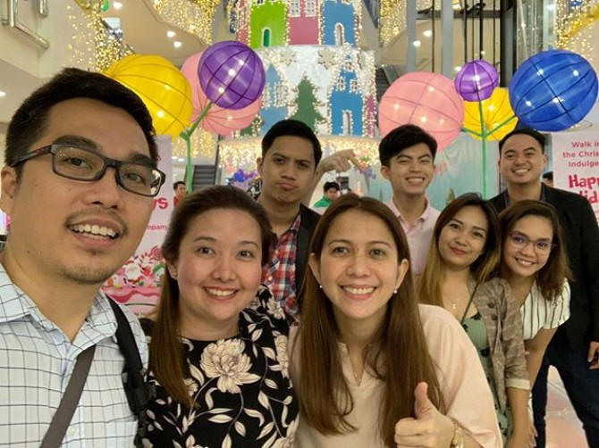 A #groufie with one of our favorite clients. Congrats Ortigas & Company team for another successful event! #2018ortigasmallschristmas #mygreenhills