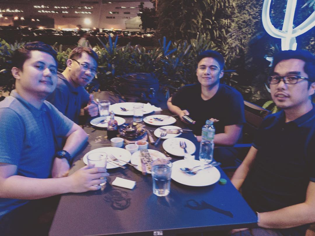 The 2 days shoot last weekend made these peeps hungryyy 🥘  #latepost #imagesmithph #work #videoshoot #manila #videography #bts